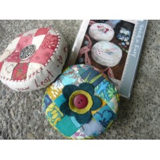 Heart and Soul Pincushion KIT - Anna Maria Horner